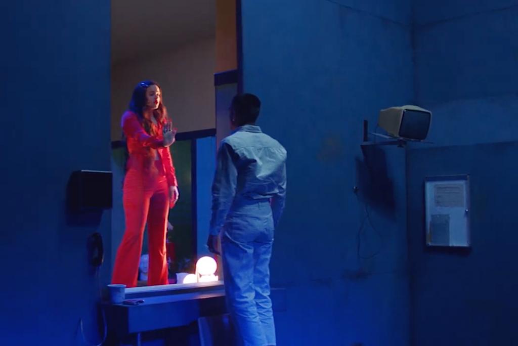 Rosalía vive romance com ator da série Elite em novo clipe| Veja!