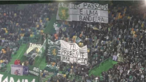 Torcida organizada do Sporting usou hino do Corinthians para protestar em clássico