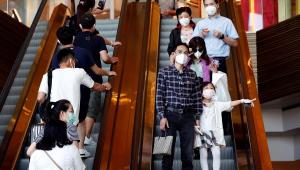 Pessoas em escada rolante