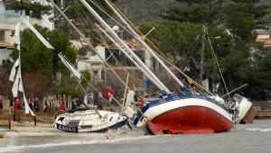 Ondas gigantes assustam moradores de Mallorca, na Espanha