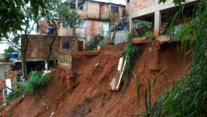 Enchentes e deslizamentos já mataram 37 pessoas em Minas Gerais