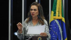 Kátia Abreu: Ministros 'fura teto' podem levar Bolsonaro ao impeachment por improbidade administrativa