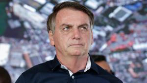 Bolsonaro passa o carnaval no Guarujá e diz que 'implodiu' o Inmetro