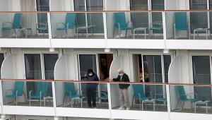 Coronavírus: Ocupantes de cruzeiro vetado em Hong Kong são autorizados a desembarcar