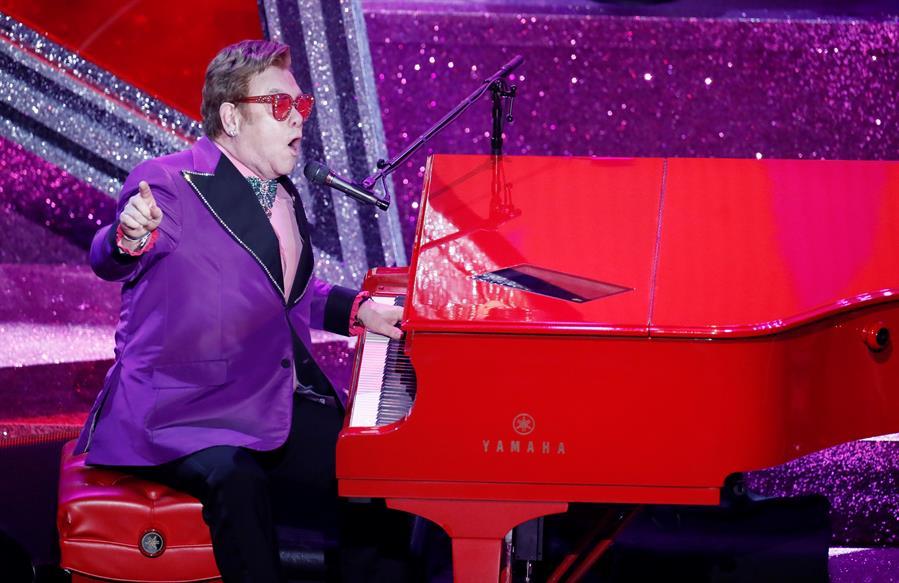 Com pneumonia, Elton John perde a voz e abandona show na Nova Zelândia | Jovem Pan