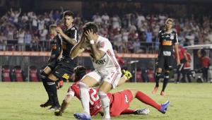 São Paulo e Corinthians perdem muitas chances e empatam sem gols no Morumbi