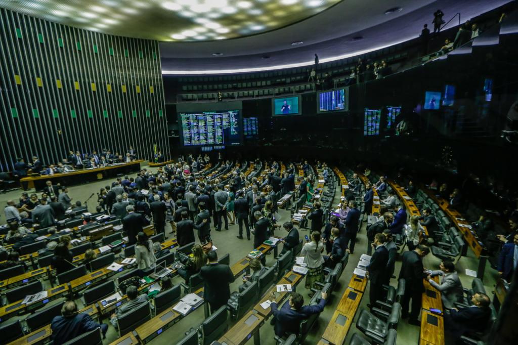 Líderes apontam reforma tributária como principal debate de 2020 na Câmara