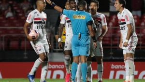 Vice da FPF liga para atletas e dirigente do São Paulo após erros de arbitragem