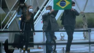 Novos exames de brasileiros repatriados dão negativo para coronavírus, diz Caiado