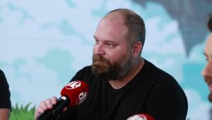 Globo 'vacilou' de não ter expulsado Petrix do 'BBB 20', diz Chico Barney