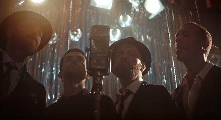 Coldplay lança clipe performático com casais dançando; assista 'Cry Cry Cry' – Jovem Pan