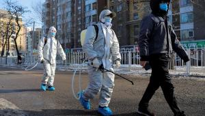 China: mortes por coronavírus sobem para 2.345