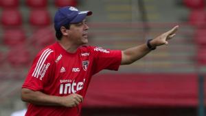 Fernando Diniz destaca evolução de Pato no SPFC: 'É um super talento'