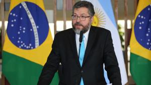 Ernesto Araújo vai nesta quinta ao Senado explicar visita de Pompeo ao Brasil