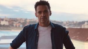Hugh Jackman dá 'super high five' em fã de Wolverine e vídeo viraliza; veja