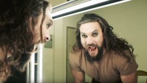 Jason Momoa se transforma em Ozzy Osbourne para clipe; veja transformação