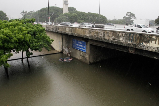 Sistema de drenagem não comportou quantidade de chuvas, afirma secretário
