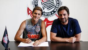 Corinthians renova contratos de Mateus Vital e Camacho