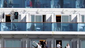 Sobe para 130 casos de coronavírus em navio atracado no Japão