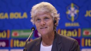 Pia Sundhage participa de encontros com clubes, planeja futuro e ganha prêmio