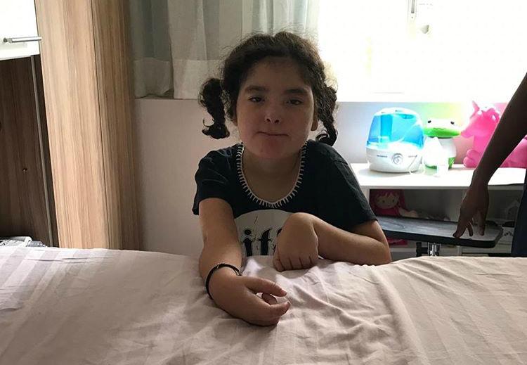 Henrique Fogaça se emociona após filha com epilepsia ficar em pé sozinha – Jovem Pan