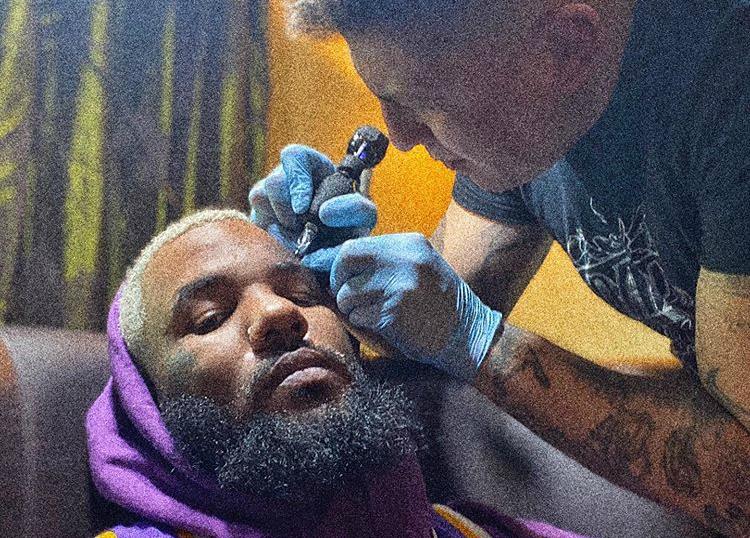 Rapper faz tatuagem no rosto em homenagem a Kobe Bryant; veja – Jovem Pan