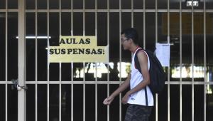 'Se dependesse de mim, aulas voltariam hoje', afirma ministro da Educação