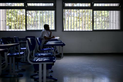 É muito cedo para debater volta de aulas presenciais, diz secretário da saúde de SP