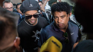 Justiça paraguaia rejeita recurso mantém prisão domiciliar de Ronaldinho Gaúcho