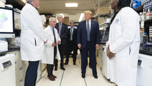 Trump acredita que 'em breve' existirá vacina para coronavírus