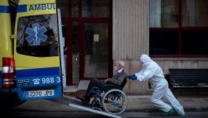 Espanha registra 832 mortes em um dia por covid-19; total vai a 5.960