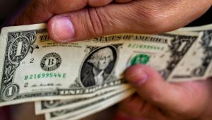 Dólar tem em maio 1ª queda mensal de 2020 e fecha a semana a R$ 5,33