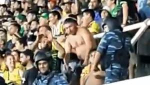 Torcedor do Defensa y Justicia faz provocação racista para santistas em estádio; assista