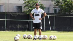 Vasco anuncia Ramon Menezes como novo técnico