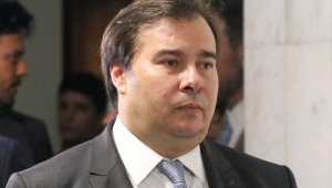 Maia responde Guedes: 'Governo pode editar MP para garantir voucher'