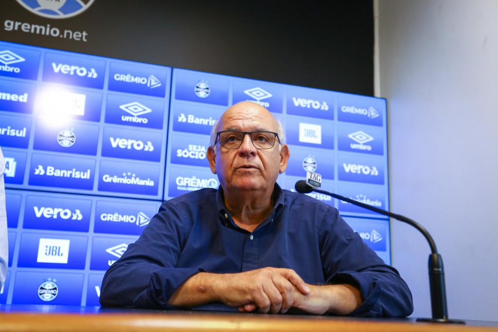 Romildo Bolzan Júnior, em entrevista coletiva. (Foto: Reprodução/ Grêmio FBPA)