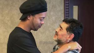 Maradona faz 60 anos e recebe homenagens de Ronaldinho, Fenômeno e outros craques; assista