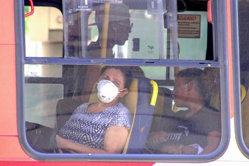Uso de máscaras passa a ser obrigatório nos transportes em SP nesta segunda