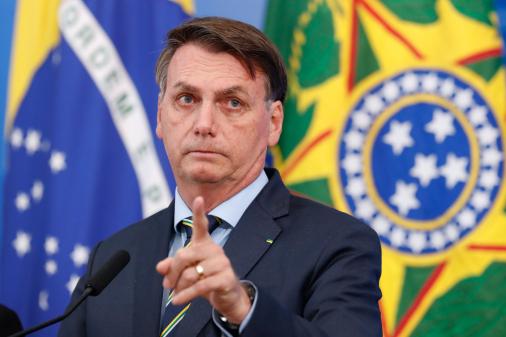 Bolsonaro diz que vai se sentir violado caso precise mostrar exames: Eu não minto