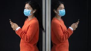 OMS alerta: uso de máscaras não substitui distanciamento social