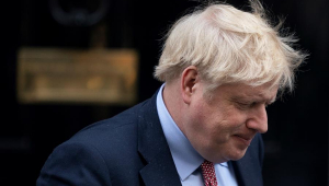 Boris Johnson estuda novo lockdown após aumento de casos de Covid-19 na Inglaterra