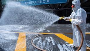 Forças Armadas higienizam hospitais e ruas em Brasília