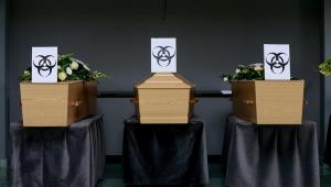 Estacionamento vira 'depósito de caixão' por conta do coronavírus em Barcelona