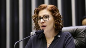 Inquérito das fake news: Carla Zambelli presta depoimento na PF
