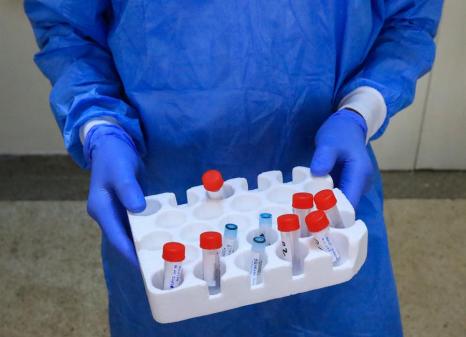 Vacina promissora contra covid-19 entra em 'fase 3' de testagem