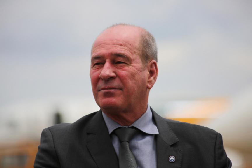 Ministro da Defesa envia representação à PGR contra Gilmar Mendes
