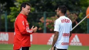 Diniz exalta estilo participativo e vê Daniel Alves como melhor lateral do mundo