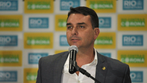 Flávio Bolsonaro pede ao MP que troque promotores do caso Queiroz