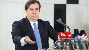 Maia critica participação de Bolsonaro nas manifestações de domingo