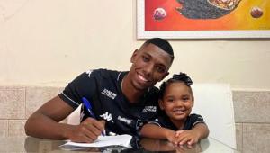 Botafogo acerta a renovação de contrato com o zagueiro Kanu até o final de 2022